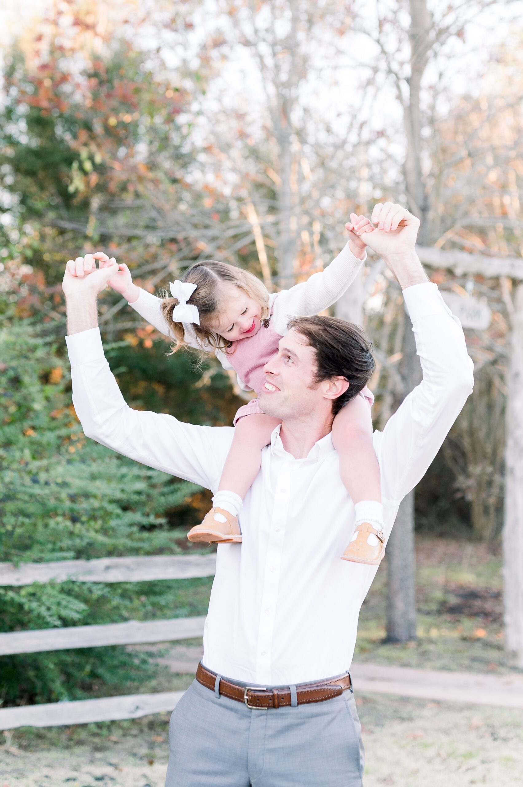 Dad with toddler on his shoulders during family session with by Aimee Hamilton Photography.