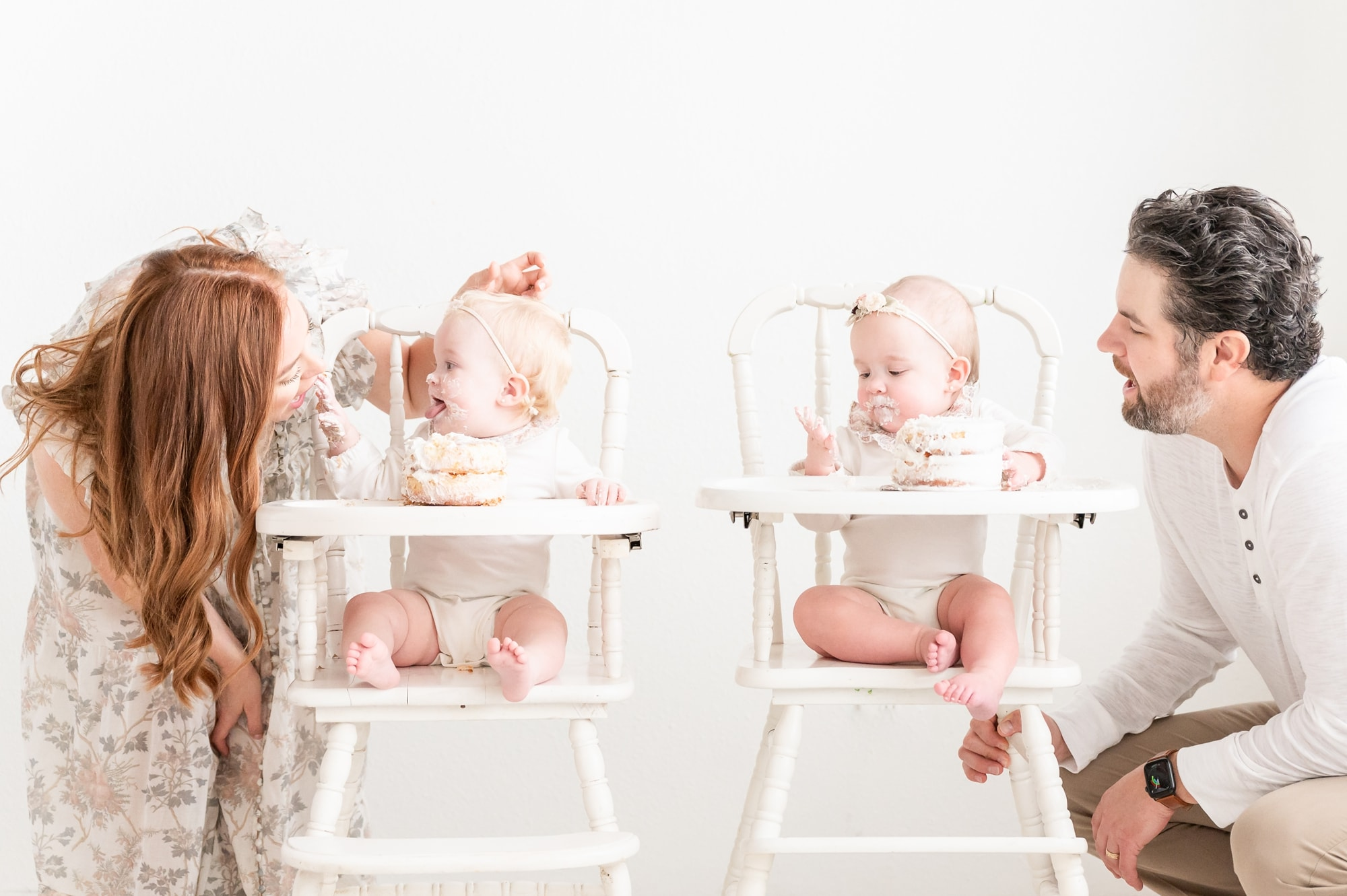 Twins feeding Mom and Dad cake during first birthday cake smash. Photo by Dallas studio baby photographer, Aimee Hamilton Photography.